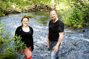 Kultur- och musikföreningen ArrEvent i Hackås, här Annika Persson och Kent Karlsson, är en av arrangörerna som blir peppade. Foto: Emma Simonsson