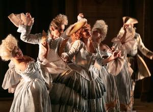 """""""Föreställningen ter sig överregisserad och koreografin alltför utstuderat ironisk"""" skriver tidningens recensent om Ariodante. Foto: Mats Bäcker"""