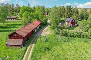 Gården har två hektar mark. Foto: Emelie Larsson
