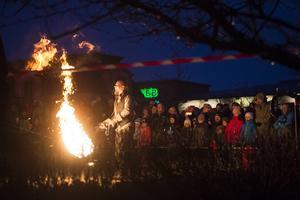 En eldshow utspelade sig utanför Casino Cosmopol.