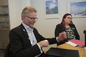 Miljö- och byggnämnden med ordföranden Staffan Bruzelius (M) i spetsen och framför allt tjänstemannen Lina Ström får skarp kritik av en företagare.