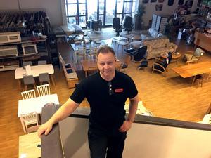Butiken Möblera i Nacksta var ett av åtta företag i Västernorrland som tvingades till konkurs under mars. Ägaren Magnus Jonsson menar att den ökade näthandeln är en viktig orsak.