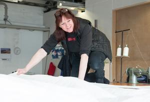 Varje segel, som görs på segelmakeriet, är  unikt, berättar Anneli Bergfeldt.
