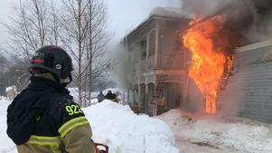Räddningstjänsten tvingades bestämma sig för att låta huset brinna ner.
