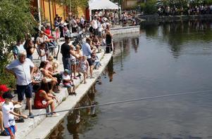 Barnens dag med fiske i kanalen är alltid ett uppskattat inslag i Nipyreveckan. Foto: Jonny Dahlgren/arkiv