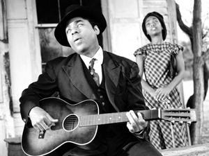 Den amerikanske bluesmusikern Chris Thomas King gestaltar Blind Willie Johnson i den tyske filmregissören Wim Wenders dokumentärfilm