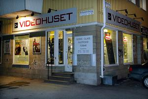 Ännu ett rån mot en videobutik. Denna gången var året 2004 och Videohuset på Brändströmsgatan drabbat. Bild: Leif Jäderberg.
