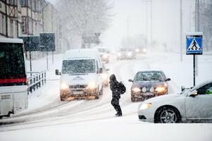 Gruvgatan genom centrala Falun är en av de hårdast prioriterade vägarna i Falu kommun när det kommer till snö- och halkbekämpning.