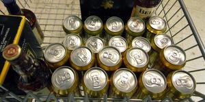 Arkivbild. Ölburkar, lådvin och spritflaskor. Foto: Hasse Holmberg.