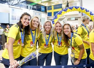 Glada spelare landade i Sverige under måndagen.