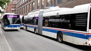 VL ska modernisera sin bussflotta och inom de närmaste åren får de här moderna biogasdrivna Solaris-bussarna sällskap av fler biogas och el/elhybridbussar. Det är tanken med pengarna från EU.