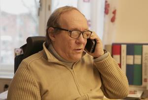 Fastighetschefen Hans Törnblom håller på sekretessen och avslöjar inte vilka byggföretag som har lämnat anbud på bygget av den nya förskolan.
