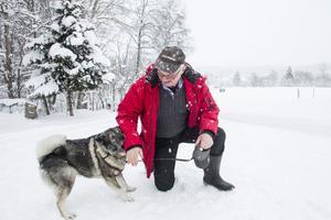 Totte Svensson älskar att jaga och har en egen jämthund. Han känner sig i dag som en inbiten Trönöbo.