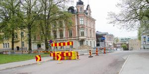 Kyrkogatan utanför kvarteret Björnen i centrala Söderhamn, mellan Brädgårdsgatan-Prästgårdsgatan, är avstängd på grund av arbete med fjärrvärmenätet fram till den 7 juni.