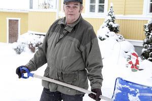 Visst har människan en påverkan på vädret. Men det är inte allt. Vädret är också cykler. Det är långa cykler. 100 år är en kort tid vädermässigt, säger Göran Stigsson som har fått skotta snö en hel del den senaste tiden.