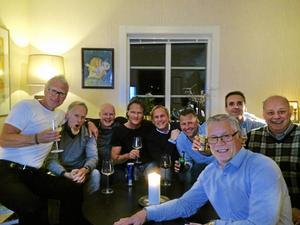 Kompisklubben Mindre modiga män består av fr.v: Jan Eriksson, Ulf Wiik, Anders Ekman, Håkan Ahlinder, Mats Jonsson, Anders Wikman, Jens Skarin, Per Berge och Tomas Eriksson.