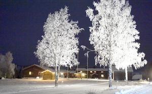 Knappgården, en av Särnas äldsta gårdar, ligger bedårande vackert på Särnaheden.