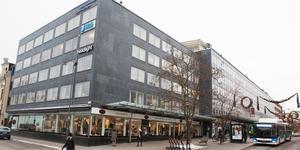 Kvarteret Märta har fått nya fastighetsägare, efter att Länsförsäkringar Bergslagen sålt beståndet till två olika aktörer för totalt drygt 400 miljoner kronor.