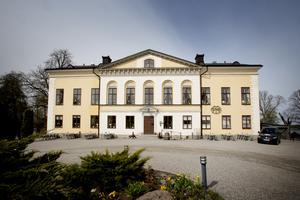Taxinge slottscafé firar 40 i år. 1979 öppnade Marie Fimmerstad kaféet första gången och då serverades marängtårtan.