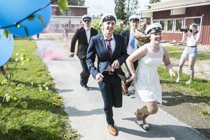 Längdstudenterna på Fjällgymnasiet springer ut.