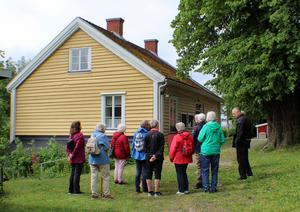 Samling för genomgång av Nyble gårds historia. Foto: Bengt Agemark