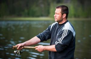 Magnus Wernblom är inte ensam om att gilla att fiska. Potentialen för både regionala inkomster och miljö i Västernorrlands landsbygd är stor - om fiskvägarna öppnas igen, anser kommunerna.