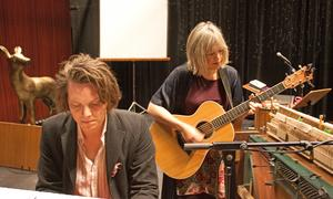 Andreas Kullberg och Marit Bergman repar inför föreställningen