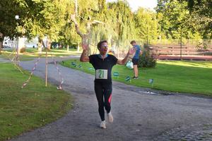 Jennie Mörnberg var en av de gladaste löparna som nådde mållinjen.