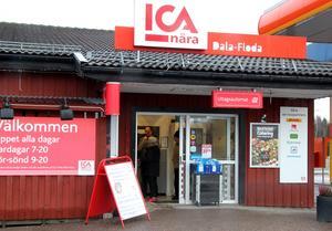 Anders Kindblad har under sina 2,5 år som butikschef i Dala-Floda varit skonad från tjuvbesök. Nu har butiken utsatts två gånger inom loppet av tre dygn.