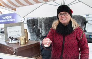 Får det vara lite kalvdans? Åsa Karlsson från Norberg bjöd på smakprov av den gammaldags delikatessen.