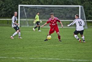 Jon Pettersson satte två mål på Martin Bergenholtz och Ulf Bohlins Ljusne. RSK 2/Arbrå levererade en rejäl överraskning och vann med 3–2 på Ljusneborg.