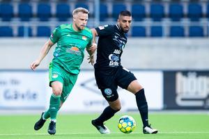 Sean Sabetkar har tillsammans med Fagerström varit det stora utropstecknet i VSK den här säsongen. Hur länge får Grönvitt behålla mittbacken? Foto: Kenta Jönsson / BILDBYRÅN