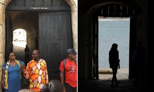Till vänster berättar guiden om hur de amerikanska turisternas släktingar leddes ut genom porten. Foto: Johan Järvestad. Till höger syns Melania Trump när hon besökte fortet i höstas. Foto: Carolyn Kaster / AP