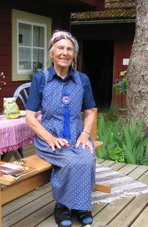 92-åriga Kerstin Bränngård verkade i flera decennier som konstnär i Nordjämtland, här vid sitt hus i Gässemåla nära Tingsryd i Småland.