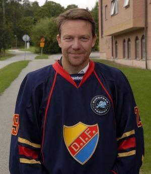 Charles Berglund har hoppat av uppdraget som tränare för Djurgårdens IF.