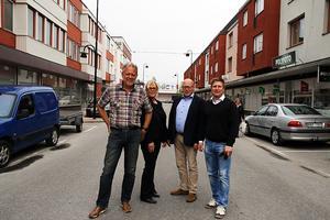 Ulf Öberg, till vänster, tillsammans med Monika Lindmark, Christer Engberg och Patrik Svanberg sitter alla i styrelsen för Företagarna i Kramfors, som vill att kommunens politiker säger ja till Vitbergets vindkraftspark.