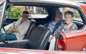 Gun Borgström, Solveig Nordberg och Inga-Lisa Arnberg åkte en biltur när 60-talsveckan kom till Hagalundshuset.