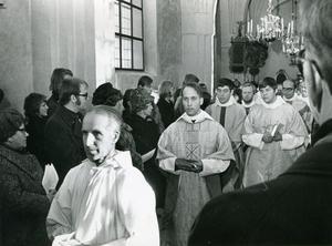 Rolf Larsson blir ny kyrkoherde i Arboga och bakom honom går den nyutnämnde komministern Claes-Bertil Ytterberg. Foto: Privat