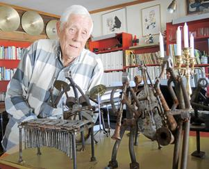 Kjell Hägglund är jazztrummis i själ och hjärta och har själv stått på scenen i 75 år vilket bidragit till att han i dag får anses vara en av landets yngsta 80-åringar.