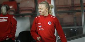 Nathalie Hoff Persson kan göra som Emma Kullberg i fjol – ta vägen via Kif Örebro till A-landslaget. Det tror klubbens sportchef Jonas Karlberg.