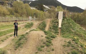 Inom kort ska ÅBC-dirten, som ligger nedanför Bygget på andra sidan järnvägsrälsen ner mot sjön, rustas upp.