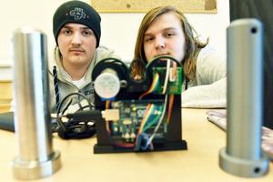 Två av eleverna på plats var Rasmus Jugen Forsblom och Axel Eriksson som arbetat med Boggs Automation.