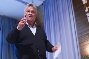 """""""Jag definierar mig själv som en fri bonde. Vill jag hjälpa en ung familj så gör jag det"""" sa Dan Olofsson under sitt föredrag."""
