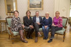 Therese Metz (MP), Åsa Wiklund Lång (S), Jörgen Edsvik (S), Helene Åkerlind (L) och Margaretha Wedin (C) är kommunalråd i det nya blocköverskridandet styret i Gävle.
