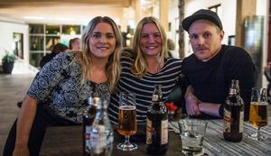 """Katarina Styf, Kajsa Åström och Johan Nordström. """"Jag är mer taggad än nervös"""", sa Kajsa som aldrig hade lyssnat på podden förut."""