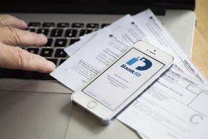 Ett Bank-ID, en dator och lite tid kan förbättra din ekonomi som pensionär. Foto: Fredrik Sandberg/TT