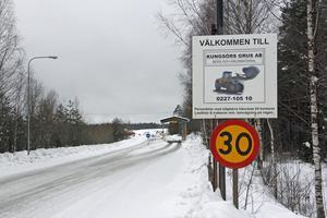 Den nuvarande bergtäkten väster om väg 56 öppnades 1993, men företagets verksamhet inleddes på 1940-talet i numera stängda Kung Karls grustag på andra sidan vägen.