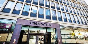 64-åringen döms till bla skadestånd av Södertälje tingsrätt.