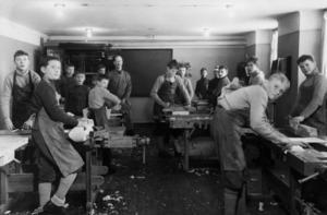 Pojkar intagna på sinnesslöanstalten Bodaborg. Foto: Arbetarrörelsens arkiv och bibliotek