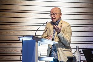 Sista gången Stig Henriksson klev upp i talarstolen. Då riktade han frågorna, som så många gånger förr, mot hårt kritiserade NVK.